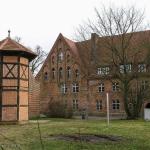 Heiligengrabe_Nordflügel_und_Taubenturm