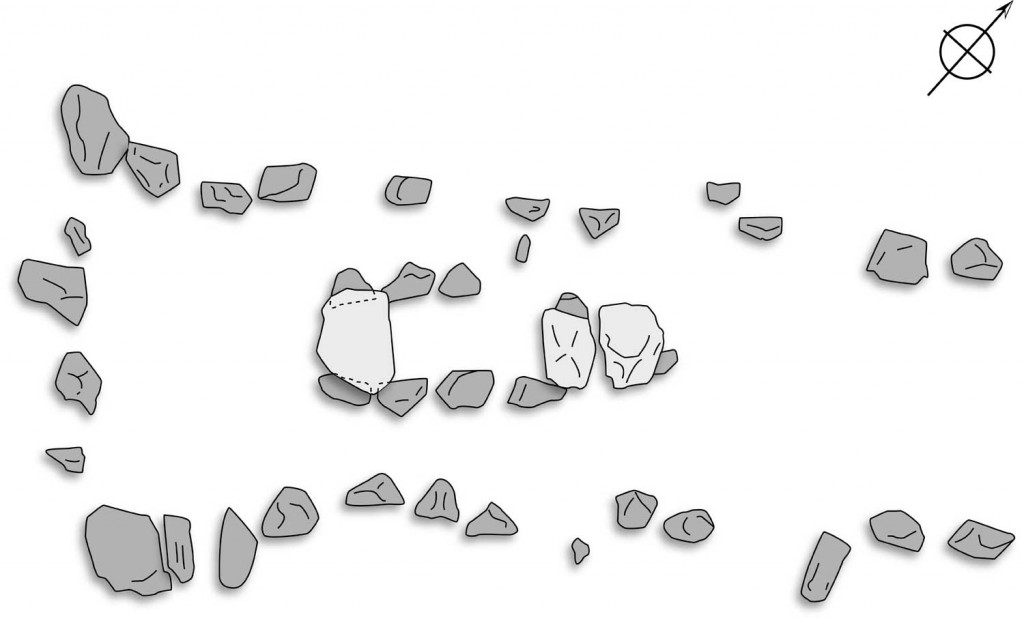 """Im Grundriss deutlich zu erkennen: Die umgestürzten """"Wächtersteine am Südwestabschluss des Hünenbetts Umzeichnung nach: Sprockhoff 1967, Taf. 64."""