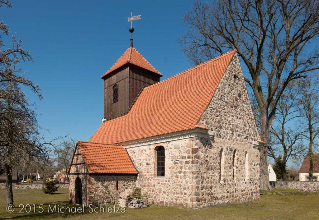 Lichtenow: Kleine Kirche für ein kleines Dorf