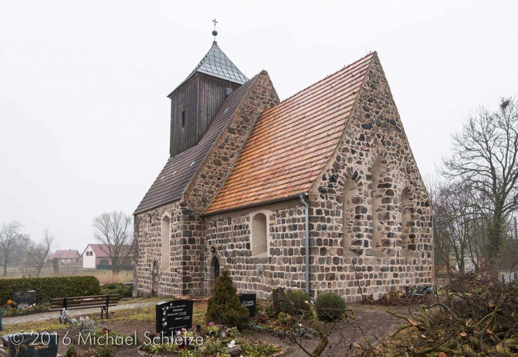 Eine kleine Kirche für ein kleines Dorf: Das Gotteshaus Münchehofe von Südosten