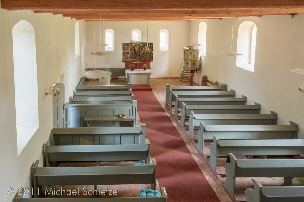Blick nach Osten im schlicht gestalteten Innenraum der Pröttliner Kirche
