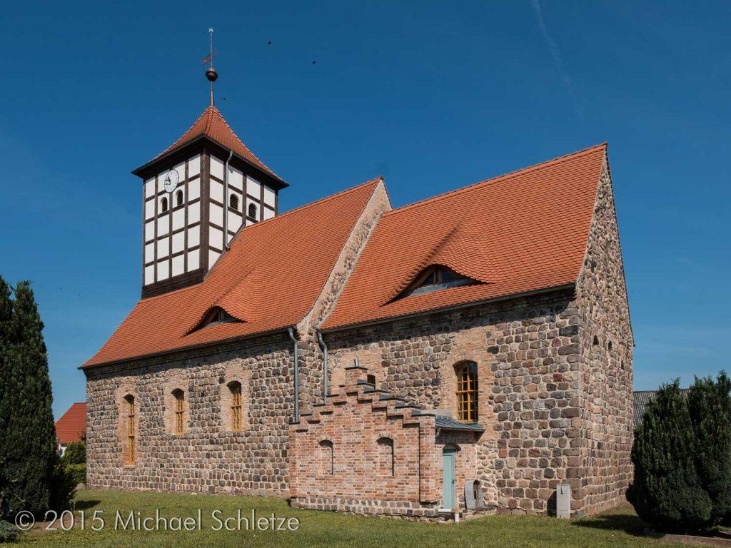 Schiff und eingezogener Chor: Die Kirche in Tornow