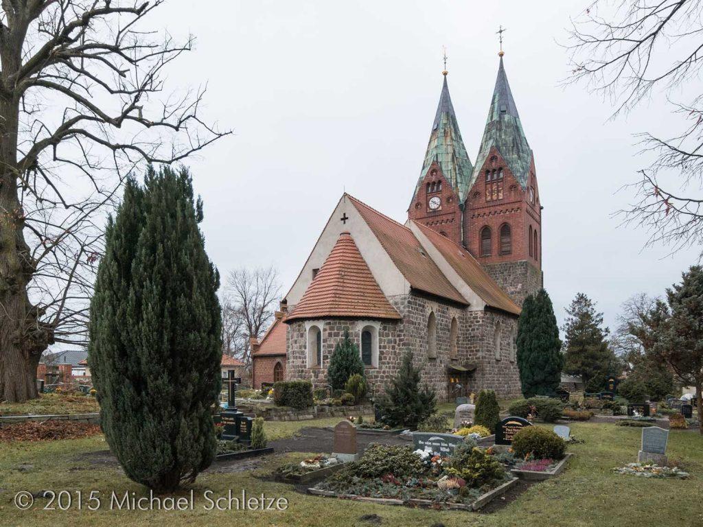 Verbirgt im Innern spätmittelalterliche Kreuzgewölbe: Die romanische Kirche von Willmersdorf