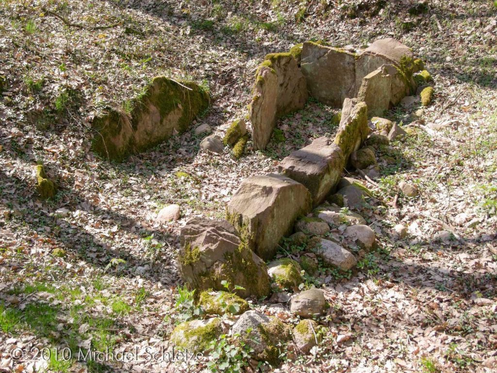 Steinkistengrab Tempelberg: Blick von der Ostseite, dem wahrscheinlichen Zugang