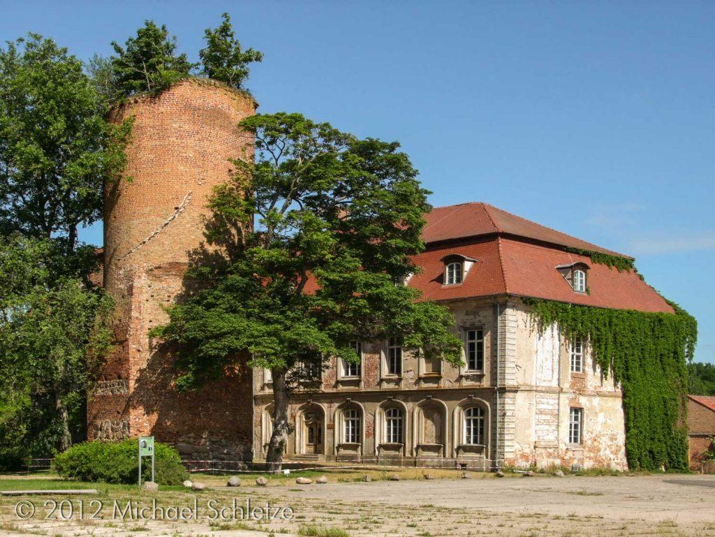 Das heutige Schloss erhebt sich über den Grundmauern der mittelalterlichen Burg