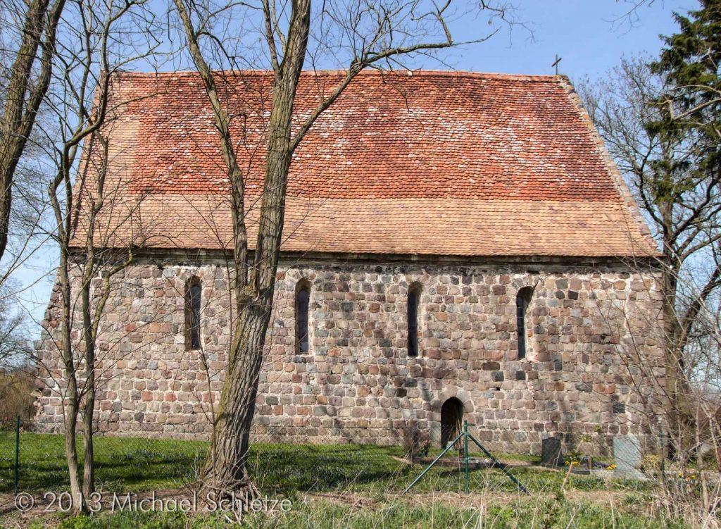 Seit dem Mittelalter äußerlich kaum verändert: Dorfkirche Ziemkendorf von Süden