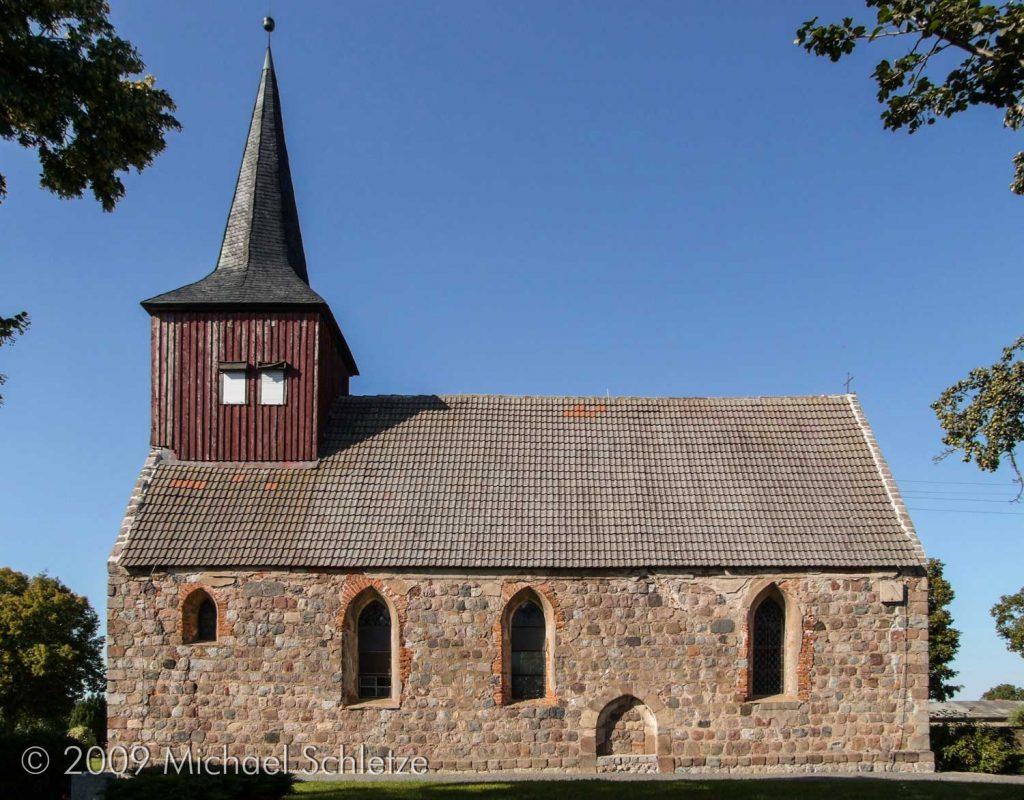 Der Dachturm im Westen wurde nach der Wiederherstellung der zeitweilig wüsten Kirche aufgesetzt