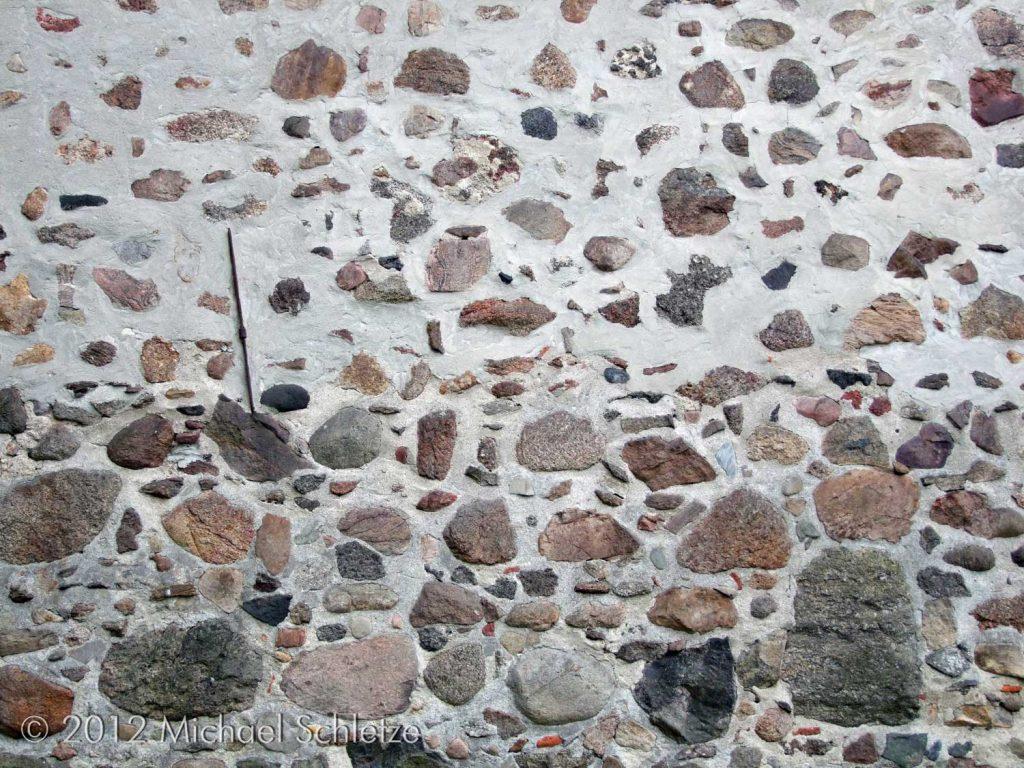 Unregelmäßiges Feldsteinmauerwerk: Typisch für Bauten des späten Mittelalters