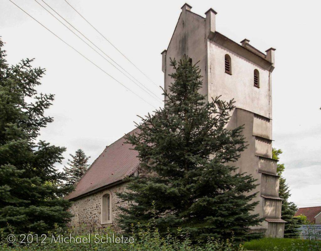 Dorfkirche Oppelhain von Nordwesten