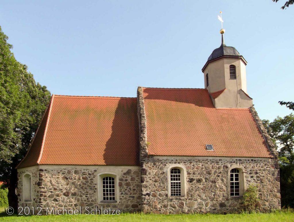 Barock überformtes Bauwerk des späten Mittelalters: Die Dorfkirche in Zeckerin