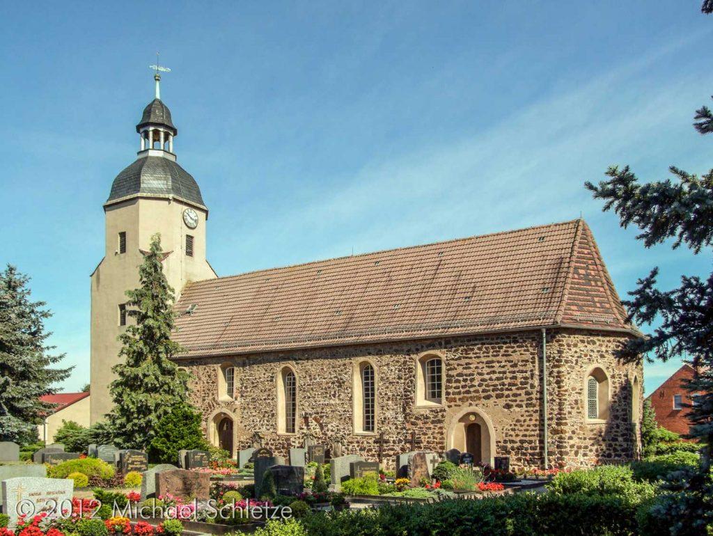 Die Schmerkendorfer Kirche von Südosten