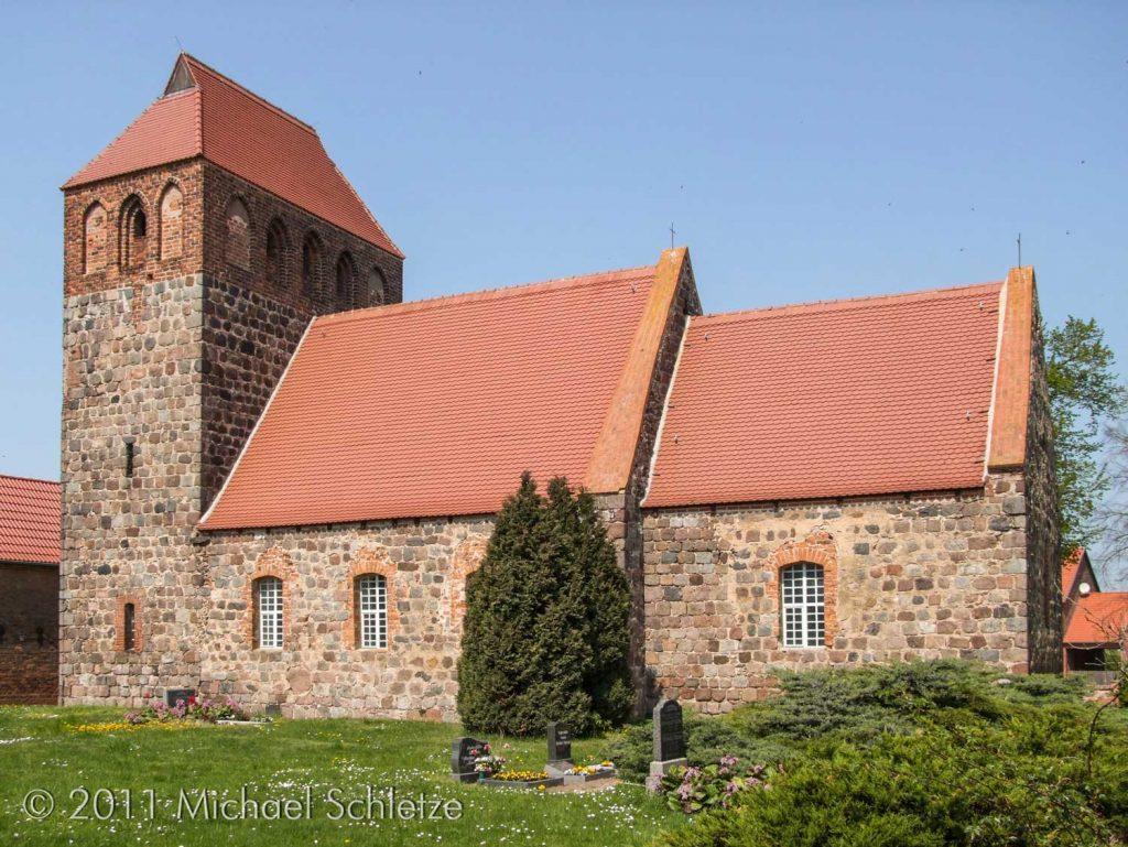 Dorfkirche Werder von Süden: Heute vorwiegend durch die frühgotischen Bauphase geprägt
