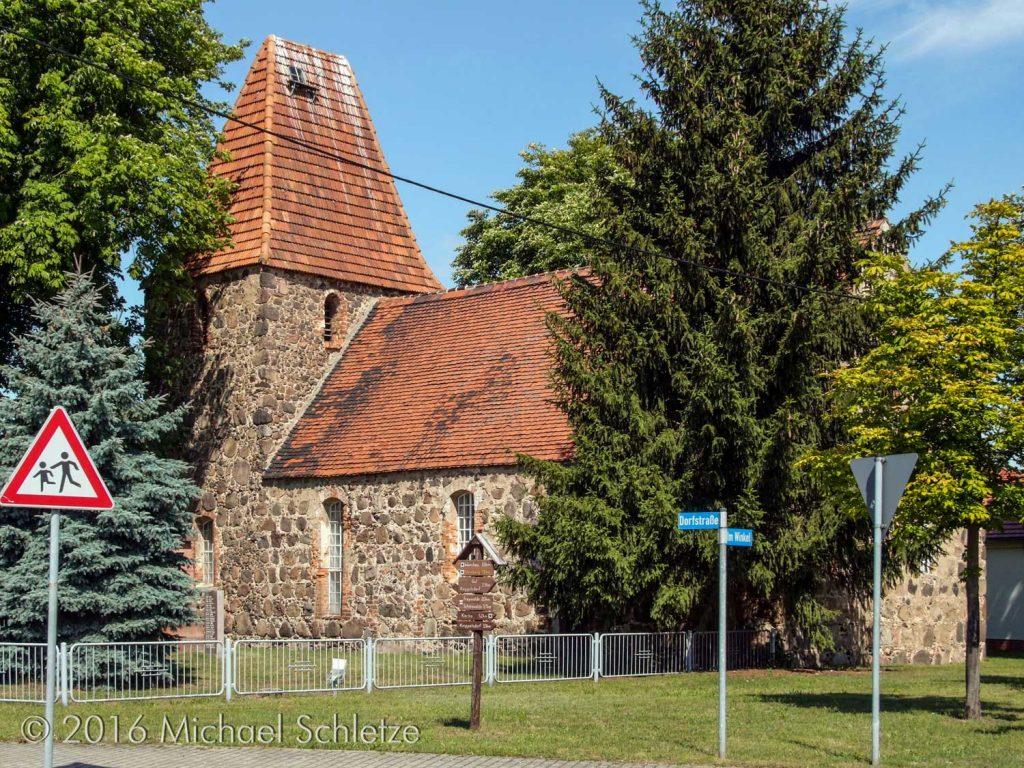 Wiepersdorfs Kirche von Südosten: Ein Bau des späten 13. oder frühen 14. Jahrhunderts
