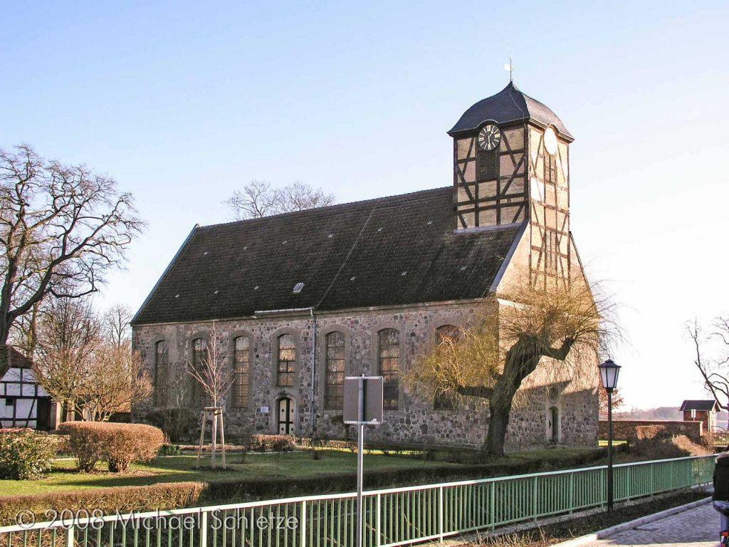 Von der Klosteranlage am See blieb nur die stark veränderte Feldsteinkirche