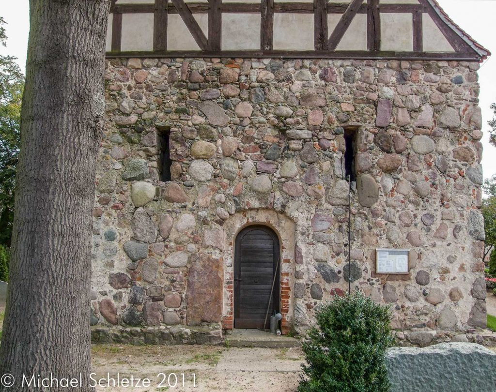 Turmunterbau: wohl hauptsächlich aus dem späten Mittelalter