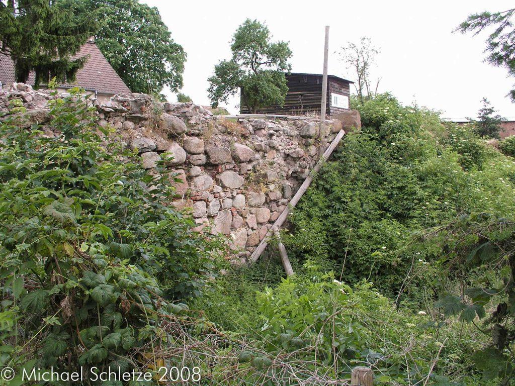 Grimnitz_Burg_Mauer3
