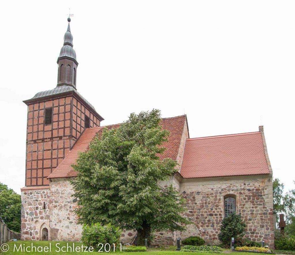 Der markante Turm und das heutige Schiff entstanden nach einem Brand im 18. Jahrhundert