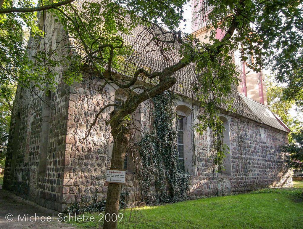 Dorfkirche Blumberg, Nordseite: Die Fenster der Längsseiten wurden barock verändert