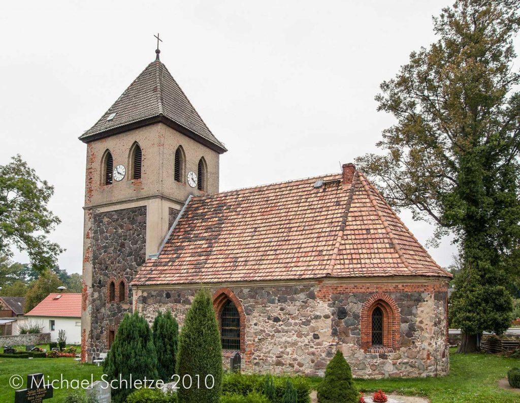Mehr als den untere Teil der Außenmauern ließen die wechselnden Zeitläufte nicht übrig von Bollersdorfs Kirche