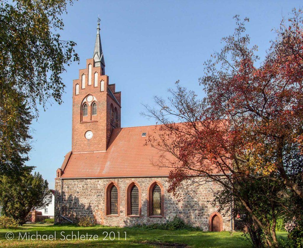 Im 19. Jahrhundert stark neogotisch verändert: Die Dorfkirche von Buchholz
