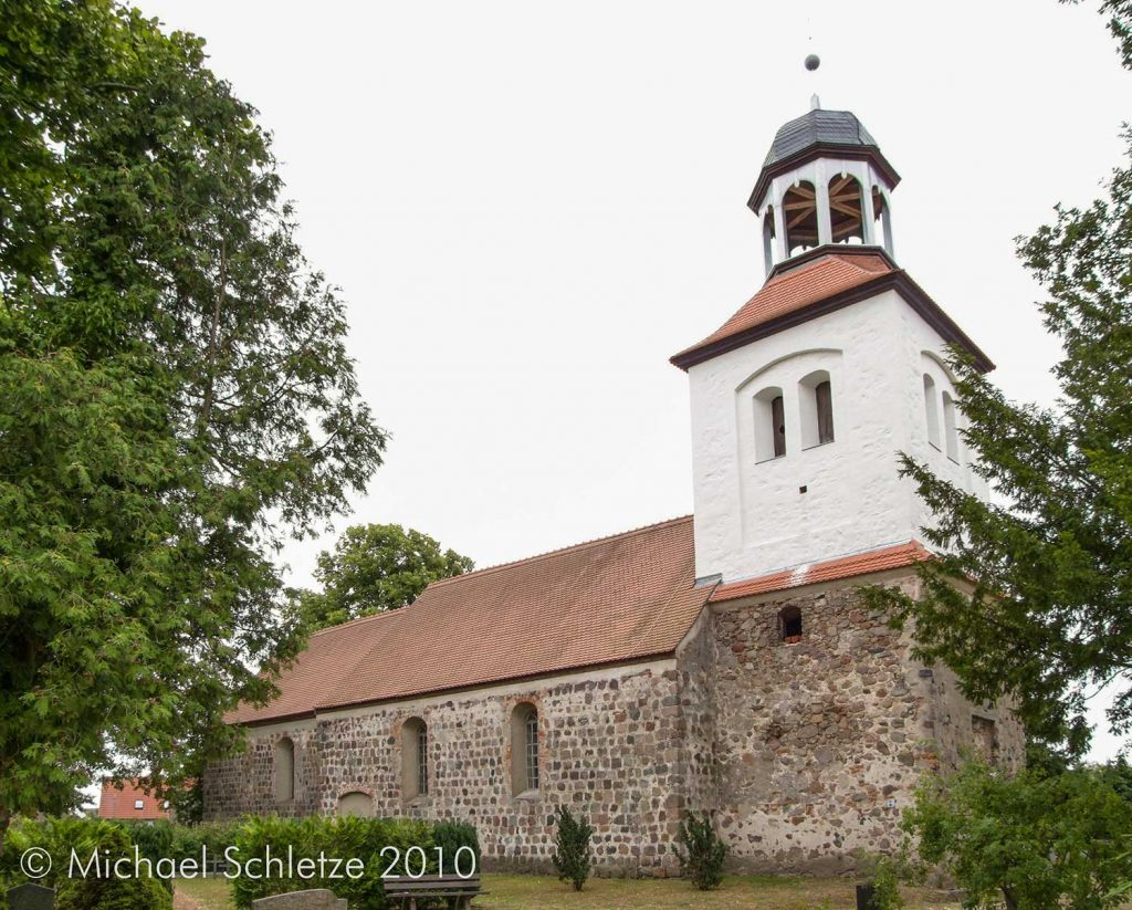 Dorfkirche Petershagen von Nordwesten