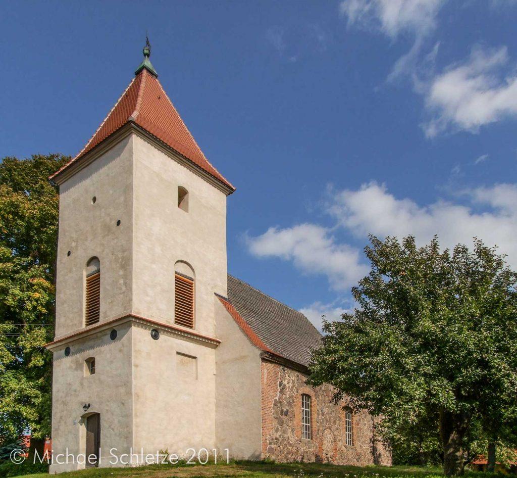 Hinter dem markanten Turm verbergen sich die mittelalterlichen Bauglieder